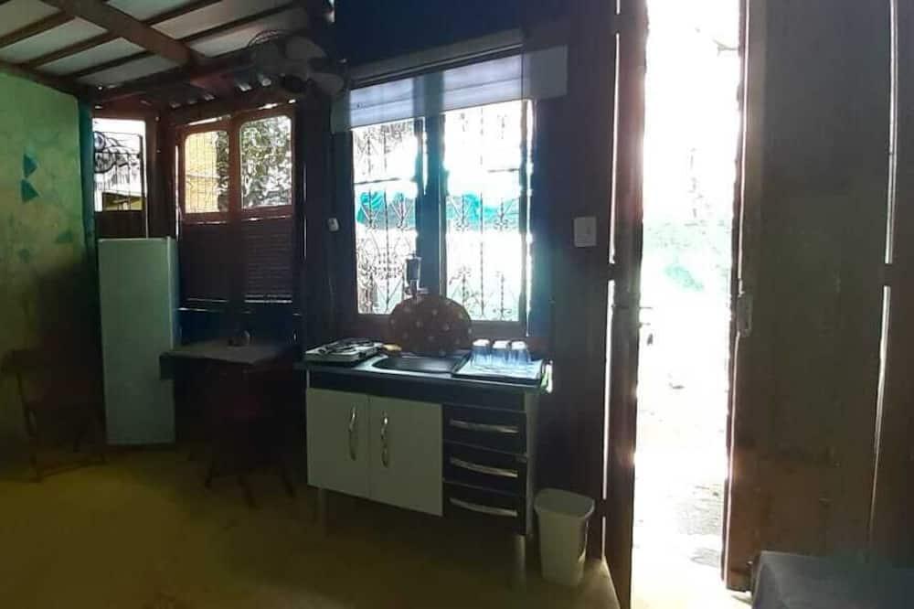 Kambarys su pagrindiniais patogumais, mišrus bendrabutis (Poseidon) - Bendra virtuvė