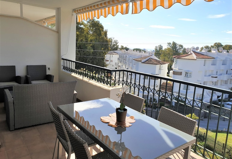 Gran Calahonda - Nice 2 bedroom & 2 bathroom apartment with sunny terrace - Only few minutes walk to the beach, Mijas