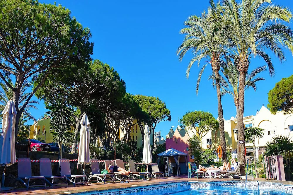 Dona Lola Sandra - Cozy beach front house with open sea views located in Calahonda only few minutes away from Marbella CS111