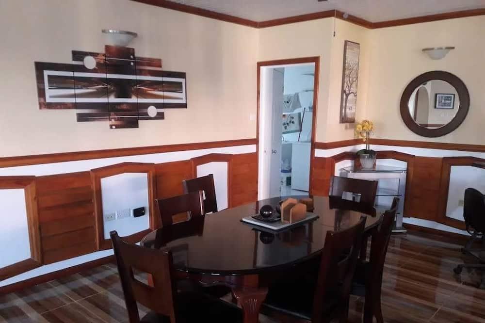 Standard House, 3 Bedrooms (Lower Level) - Eetruimte in kamer