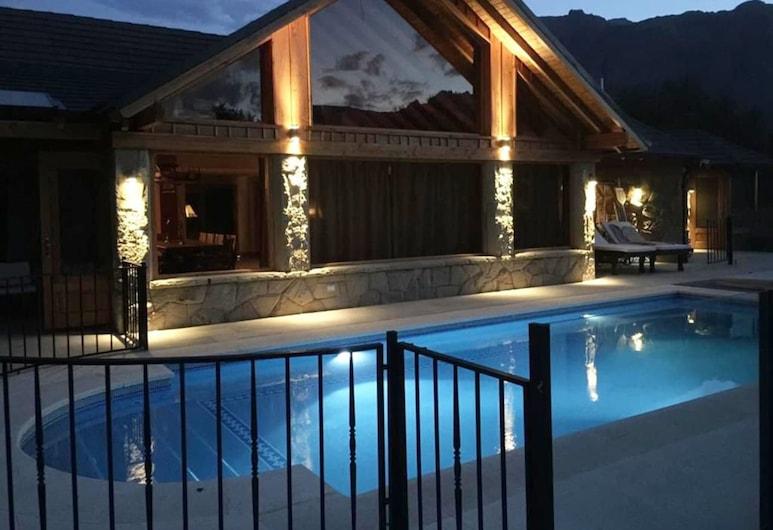 Arelauquen - Casa De Los Suecos, San Carlos de Bariloche, Voorkant van de accommodatie - avond