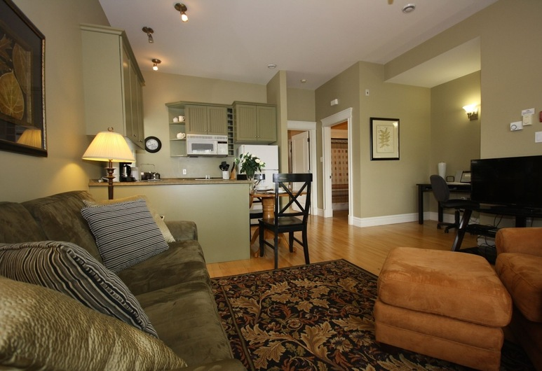 Windmill walk, Dartmouth, Furnished Apartment (102), Living Area