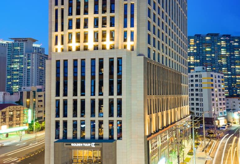 Golden Tulip Haeundae Hotel & Suites, Busan, Voorkant van de accommodatie - avond