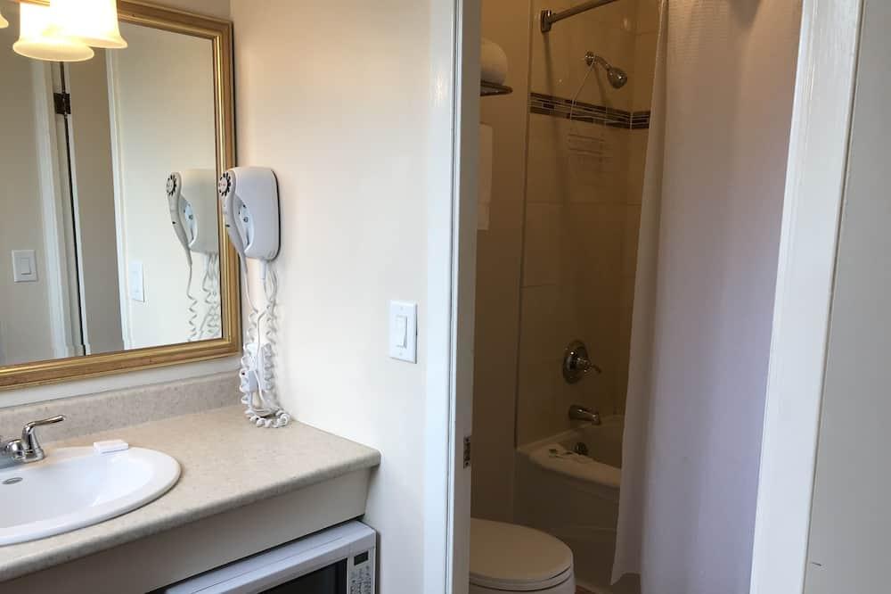 基本雙人房, 2 張加大雙人床 - 浴室