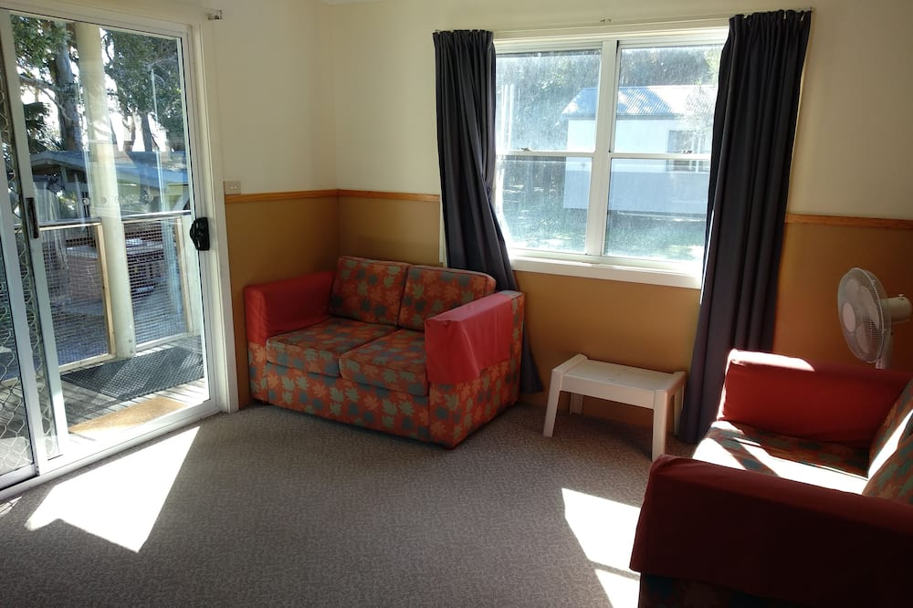 Family Cabin, 2 Bedrooms, Lake View - Living Area
