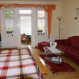 Comfort Apartment, 2 Bedrooms, Balcony - Living Area