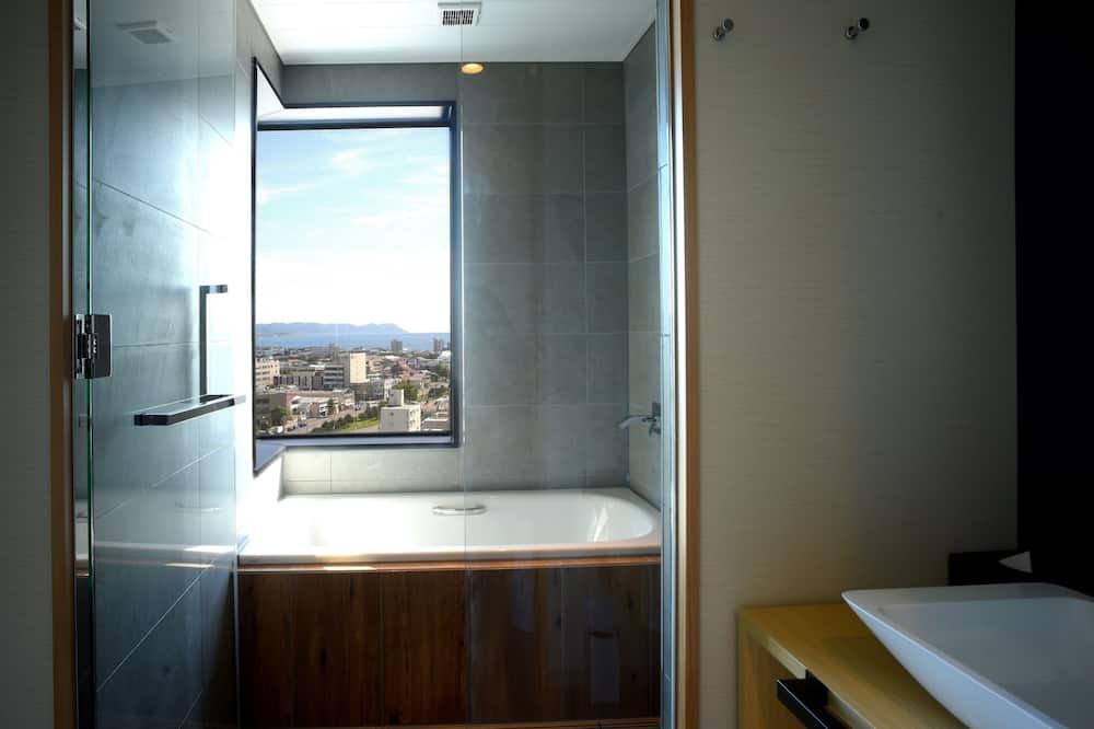 Premium Triple Room - Bathroom Amenities
