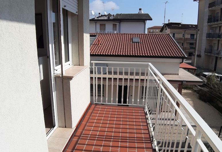 Villa Danimarca n. 2, Jesolo, Family Apartment, 2 Bedrooms, Courtyard Area, Balcony
