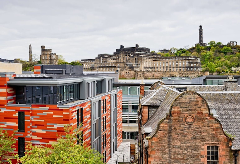 Bright Royal Mile Apartment, Edinburgh