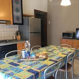 Family Apartment, 3 Bedrooms, Courtyard View, Tower - Living Area