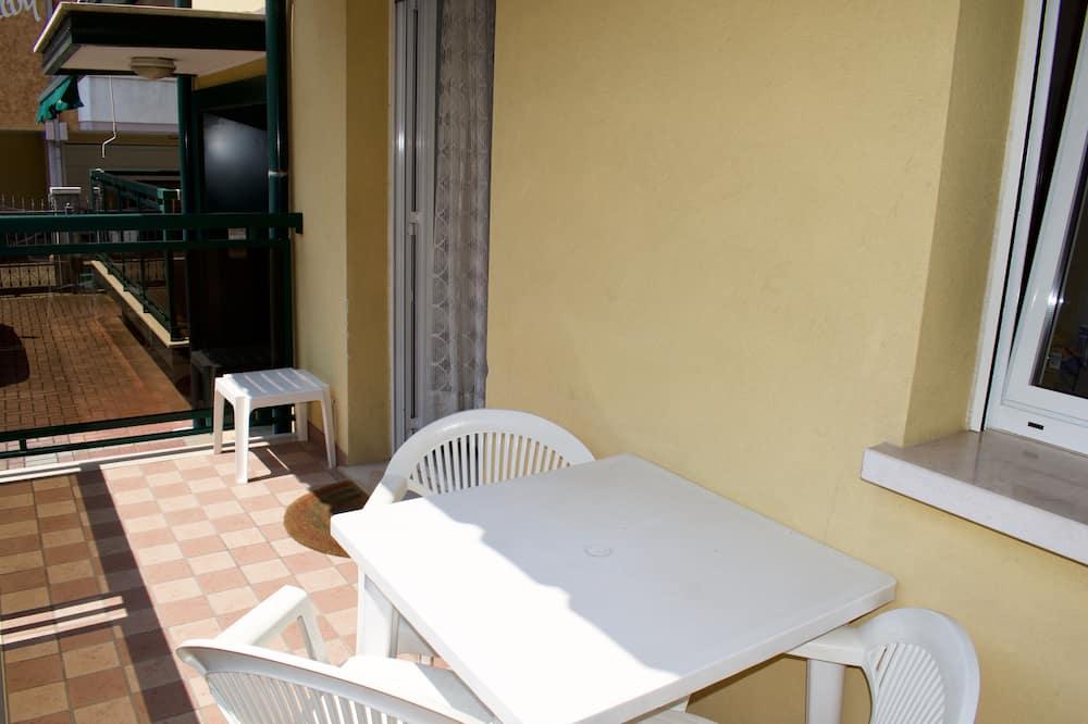 Ģimenes dzīvokļnumurs, divas guļamistabas, pirmais stāvs - Balkons