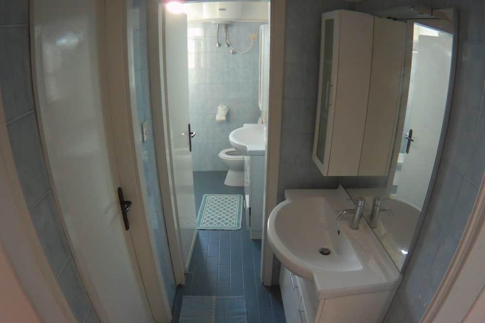 Family Apartment, 3 Bedrooms, Beach View, Beachside - Bathroom