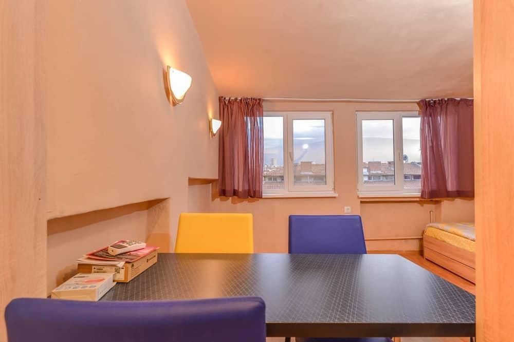 Cosy Top Floor Studio on Patriarh Evtimiy Blvd