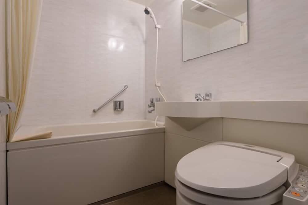 Standard Μονόκλινο Δωμάτιο, Καπνιστών (15 ft2 Bed width 1400mm) - Μπάνιο
