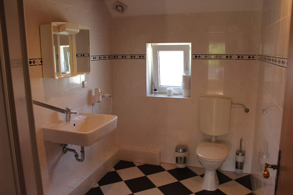 ห้องดับเบิล, ห้องน้ำรวม - ห้องน้ำ