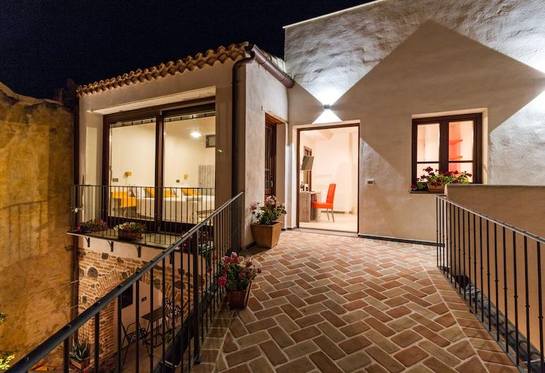 Domo Pro Vois, Orosei, Superior Double Room, Courtyard View, Balcony