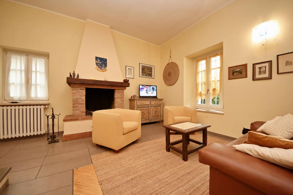 Apartment, 3 Bedrooms - Living Room