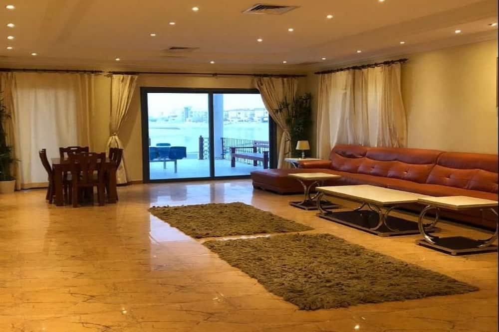 Family Chalet, 5 Bedrooms, Pool View, Ground Floor - Dzīvojamā istaba