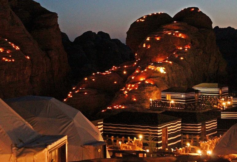 Seven Wonders Luxury Camp, Wadi Musa, Hadapan Hotel - Petang/Malam