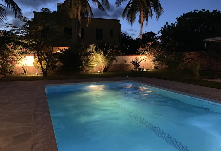 Villa With Private Pool, Very Quiet, Beautiful Garden, Very Close to the Beach, شاطئ دياني, حمام سباحة