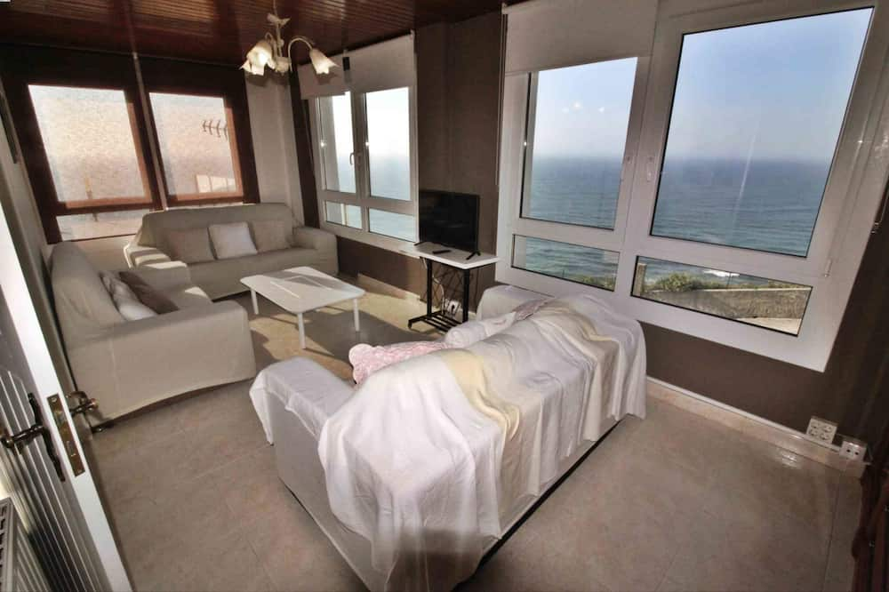 House, 4 Bedrooms, Sea View - Living Area