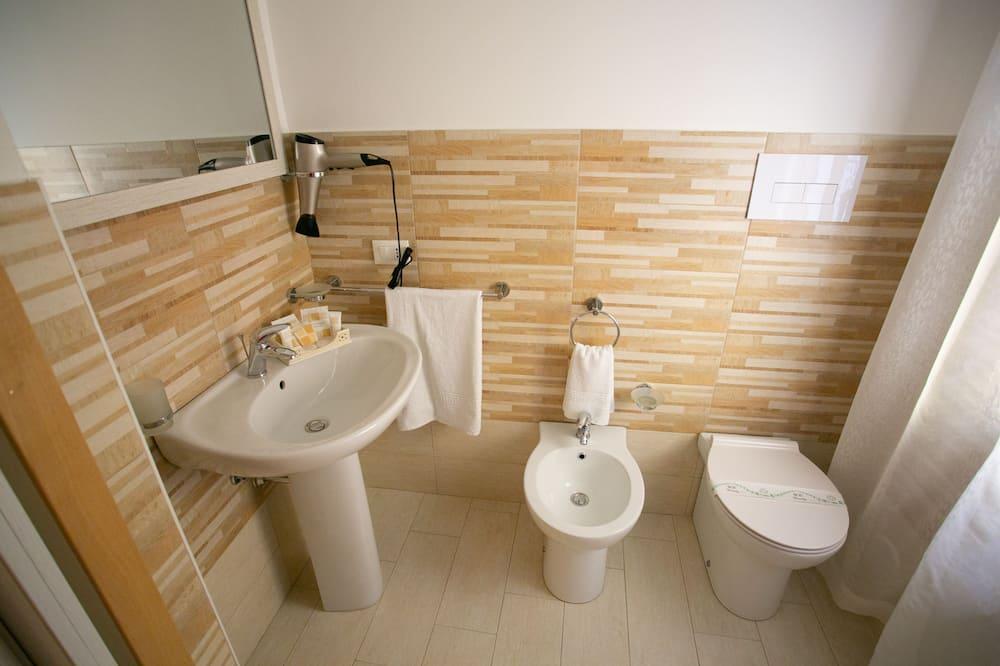 Четырехместный номер «Делюкс» - Ванная комната
