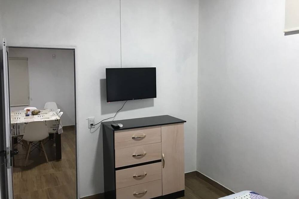 Apartamentai su pagrindiniais patogumais, Kelios lovos, vaizdas į sodą - Kambarys