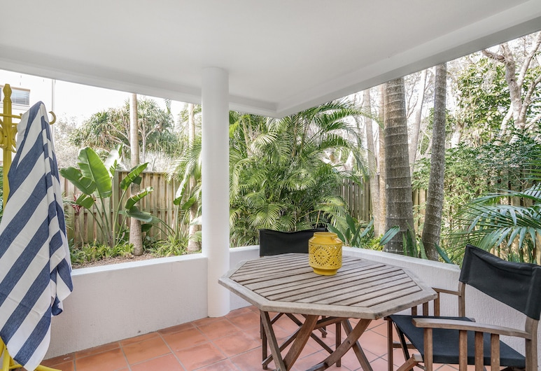 Apartment 2 Surfside, Byron Bay, Family Apartment, 3 Bedrooms, 2 Bathrooms, Ocean View, Hotel Bar