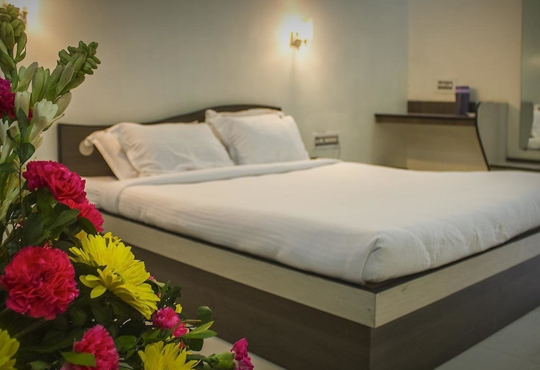 Whistling Meadows Resort, Ahmedabad, Deluxe Room, Guest Room