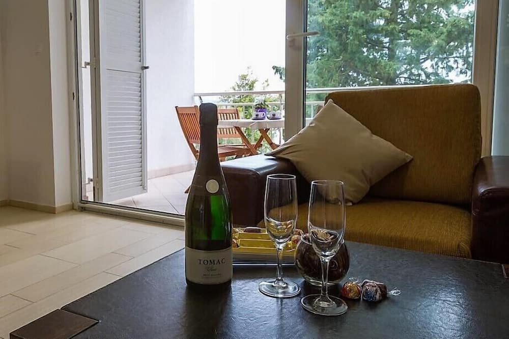 Apartment, 2 Queen Beds, Sea View H2 - 起居区