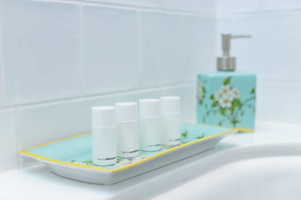 Camera Superior con 2 letti singoli - Dotazioni del bagno