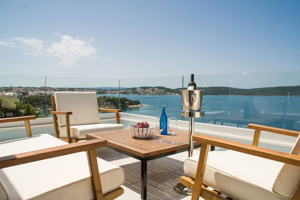 Luxury Apartment, Multiple Beds, Sea View - Balcony