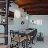 Studio, 1 Double Bed - Living Area