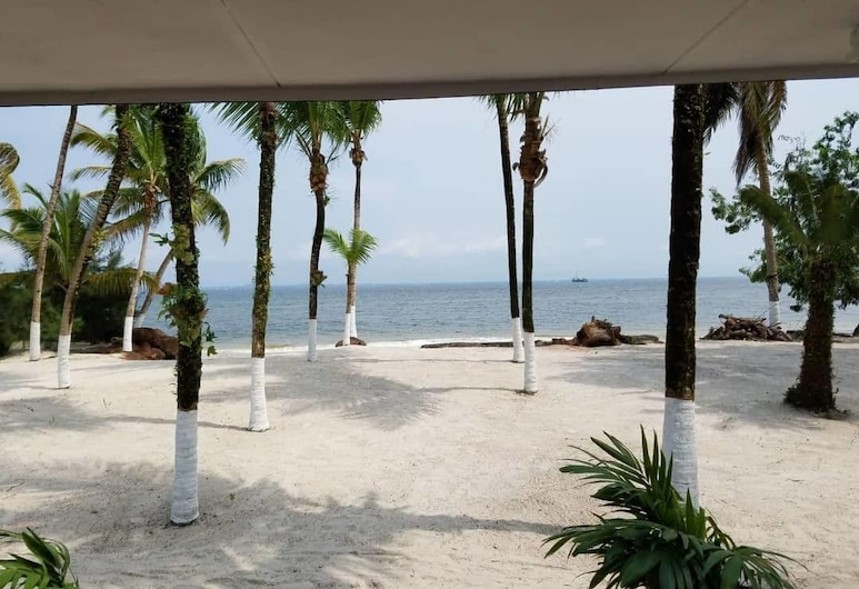 Nautica Service Villa Bleue, Пуант-Дени, Пляж