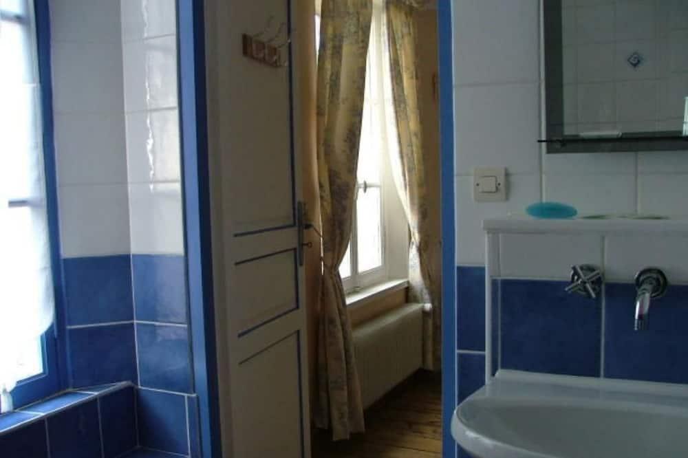 Kamar Triple (La Lavande) - Kamar mandi