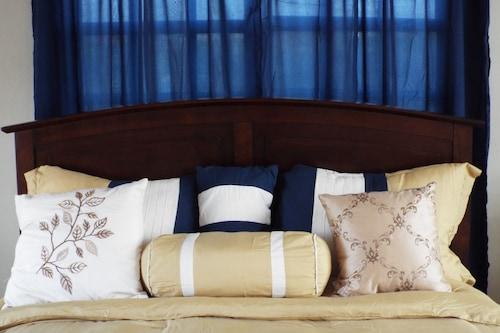 湖景公寓式客房酒店/