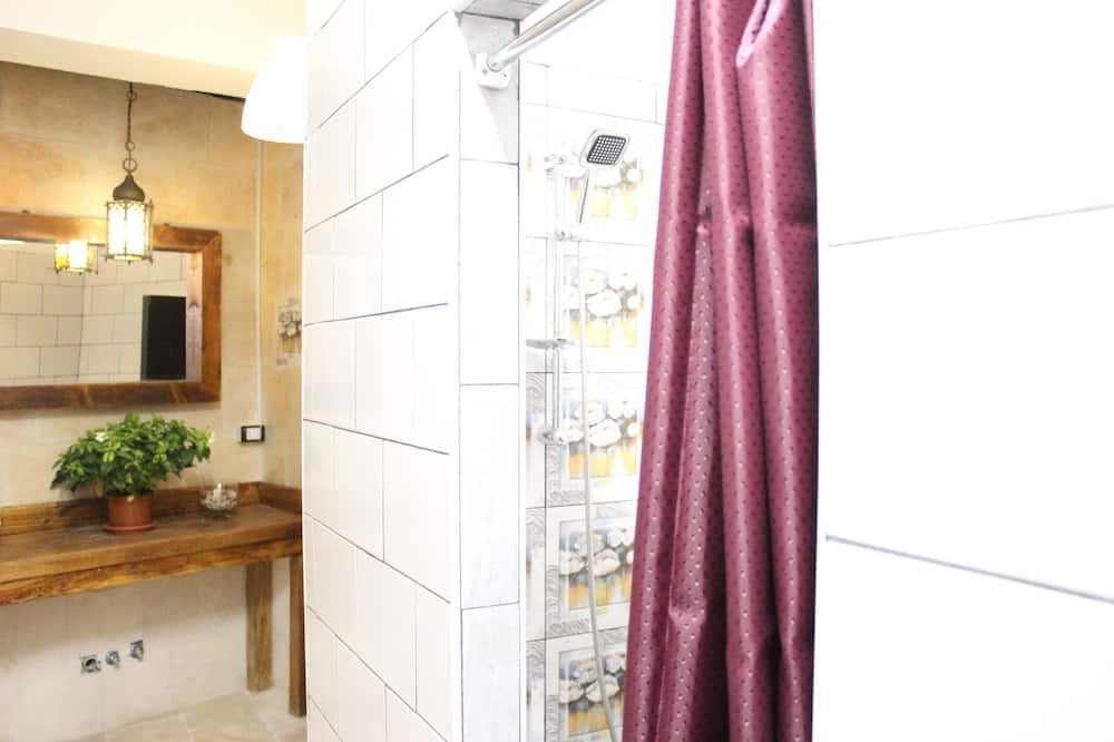 Standard Ortak Ranzalı Oda - Banyo Duşu