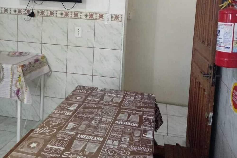 חדר מעונות משותף אקונומי, 2 חדרי שינה - מטבח משותף