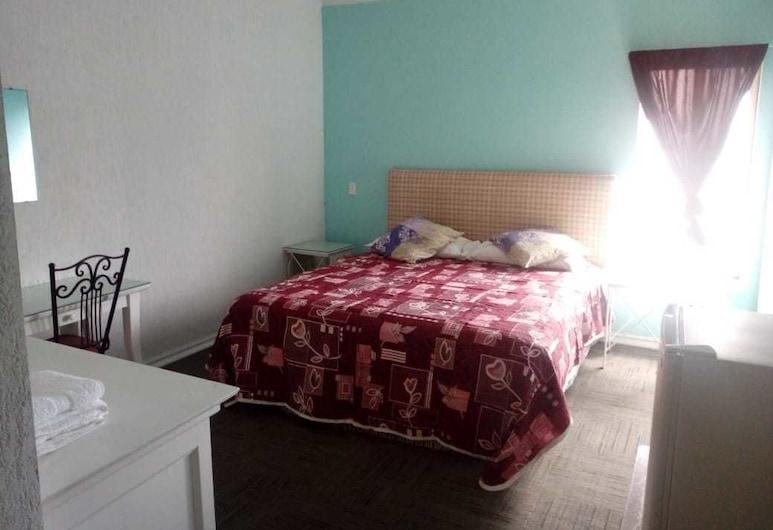 Casa de Huespedes Solari, Playas de Rosarito, Basic Double or Twin Room, 1 King Bed, Courtyard View, Guest Room