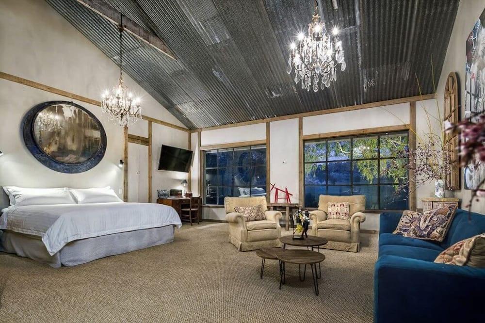 International Suite - Guest Room
