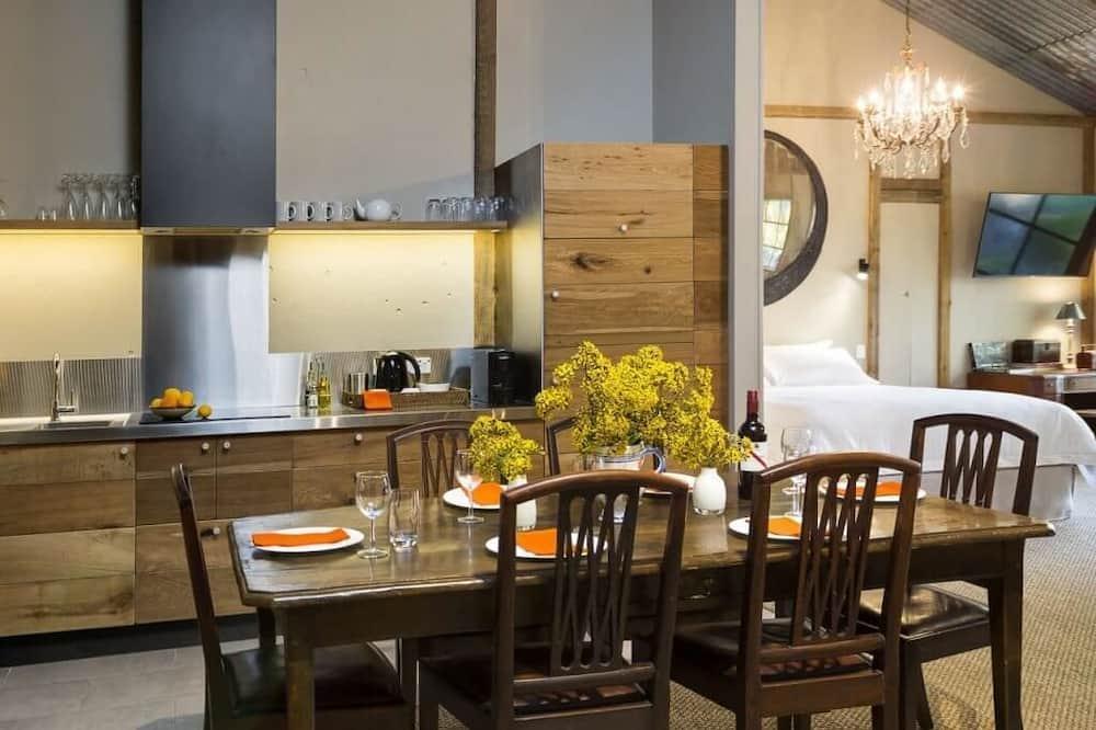 International Suite - In-Room Dining