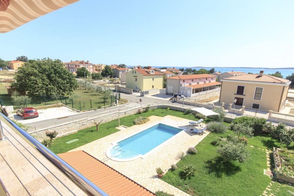 Villa, privāts baseins - Skats no balkona