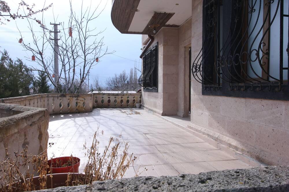 Royal Room, Garden View - Balcony