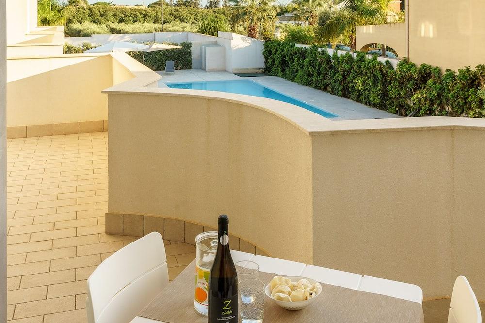 Dzīvokļnumurs ar papildu ērtībām, skats uz pagalmu - Numurs