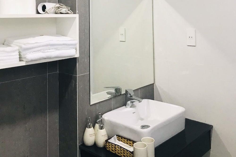 Luxury Studio - Bathroom