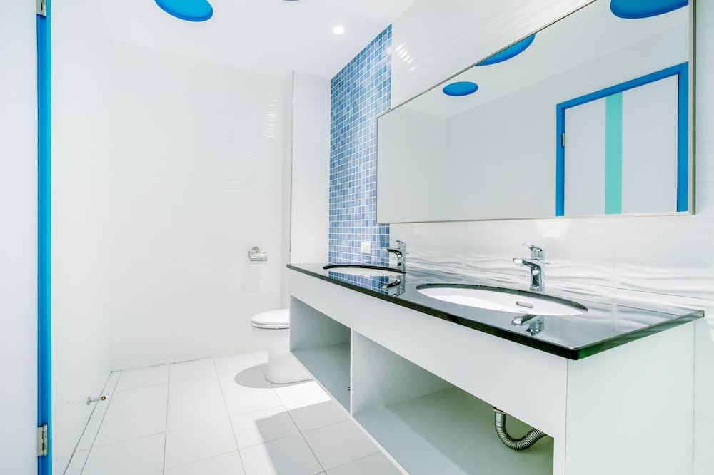 Deluxe Tek Büyük Yataklı Oda, Teras - Banyo
