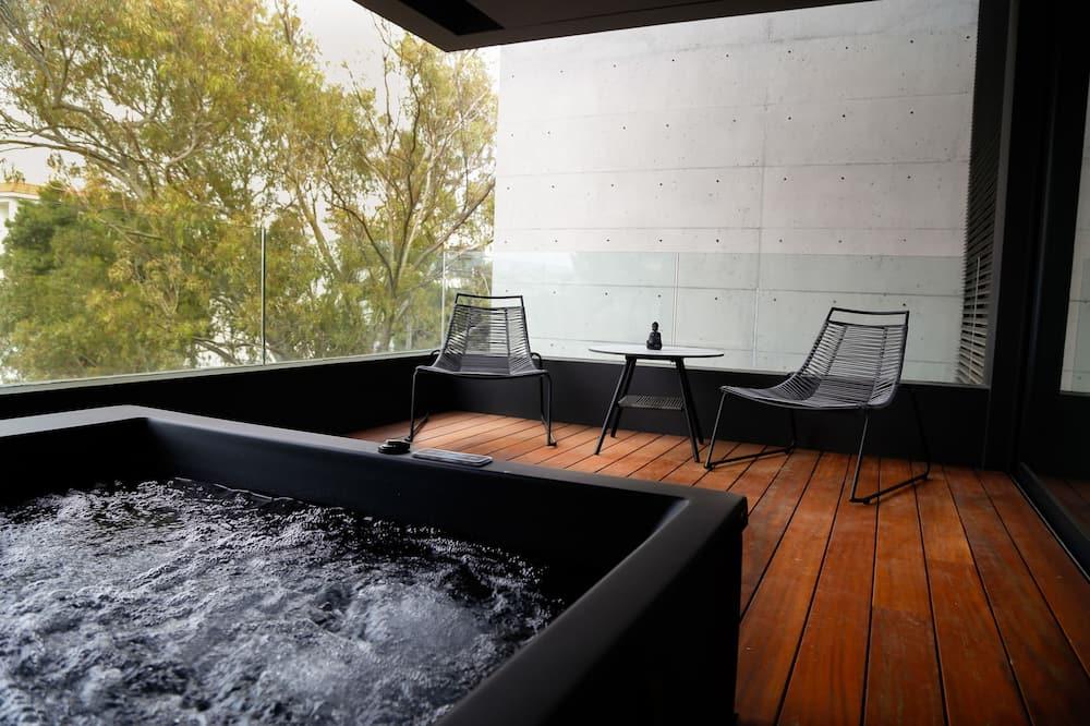 Luksus-lejlighed - udsigt til have - Privat spabad