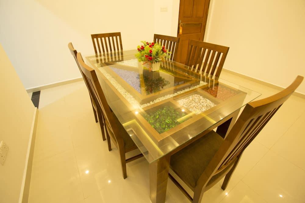 Three Bedroom Apartment - Odada Yemek Servisi