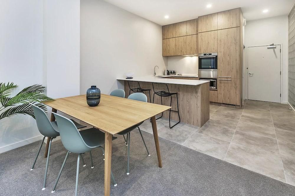 Apartment (Private Serviced Aparment) - Essbereich im Zimmer