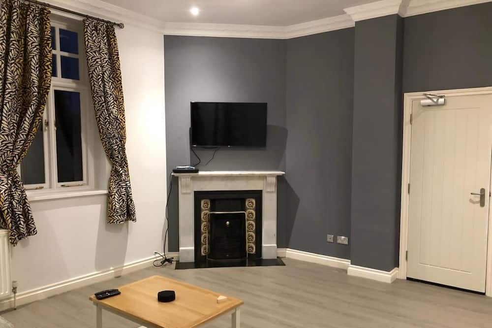 Comfort House, Garden View - Living Room